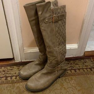 TAUPE/TAN BOOTS